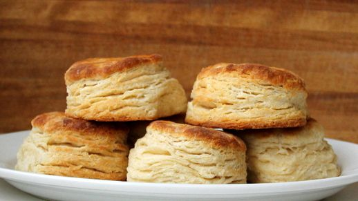 Enter biscuits in the pillow packer